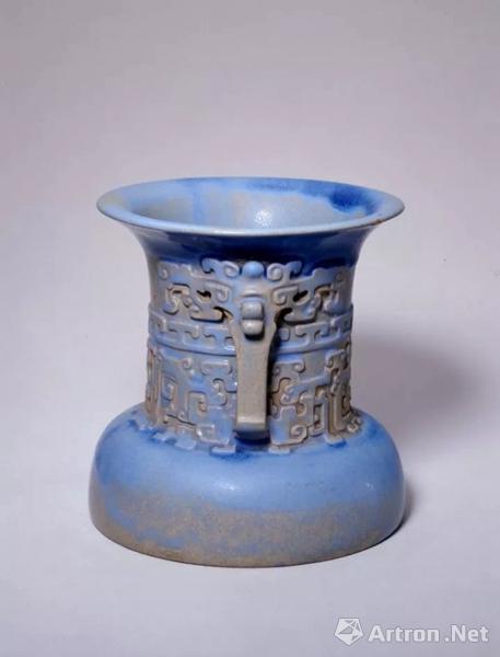 宜兴窑仿古铜纹尊,明,高15.2cm,口径15.2cm,足距15.4cm.