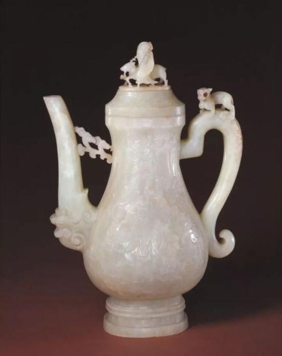 玉八仙纹执壶 明    北京故宫博物院藏品