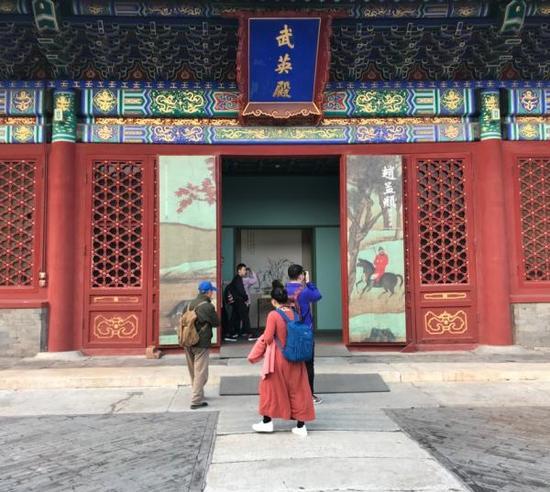 澎湃新闻:此次赵孟頫书画特展所分的四大单元想请你简介一下?