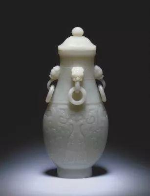 青玉四耳活环夔纹壶    清乾隆    北京故宫博物院藏品