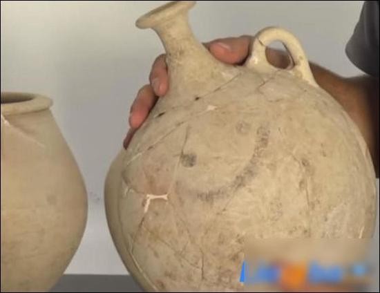 世界最古老的笑脸表情画在一只壶上距今3700年