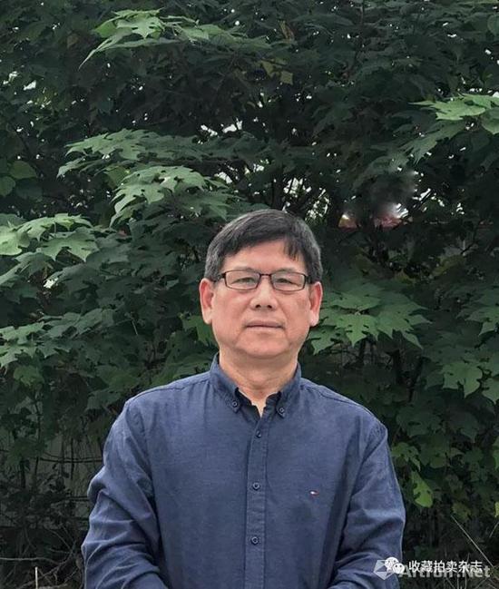 """张荣亭,1975 年""""玩""""盆景至今,堪称资深藏家"""