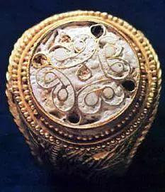 公元前13世纪 六个迈锡尼金戒指之一