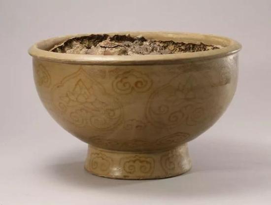 越窑青瓷褐彩云纹瓷油灯 唐天复元年(900年)口径37.2厘米 足径19.5厘米 高24.4厘米