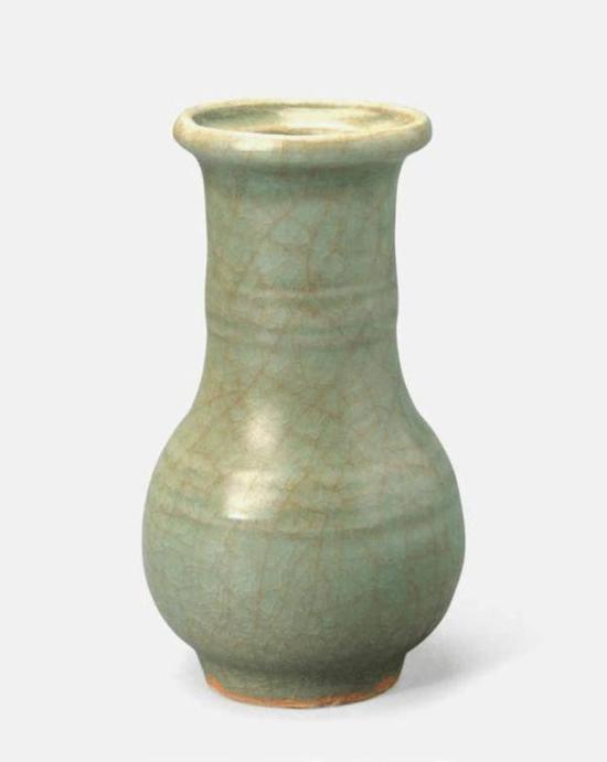 龙泉窑青瓷长颈瓶 南宋咸淳四年(1268 年)口径6.5厘米 底径5.4厘米 高15.3厘米