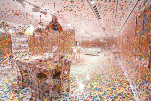 草间弥生,《消失的房间》(The Obliteration Room,2002)。图片:Courtesy of the Queensland Art Gallery Foundation/QAGOMA Photography;?Yayoi Kusama