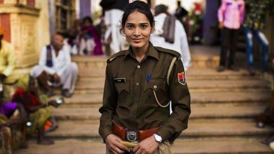 """摄于印度,""""我很高举见到世界各地都有女性参与公共事务。"""""""