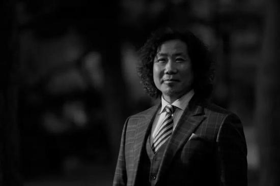 唐承华 著名艺术家 中央美术学院副教授、硕士生导师,中国美术家协会综合材料绘画艺术委员会秘书长
