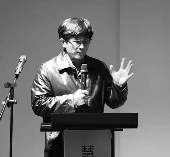 丁方 著名艺术家 中国人民大学文艺复兴研究院院长、中国美术家协会综合材料绘画艺术委员会副主任
