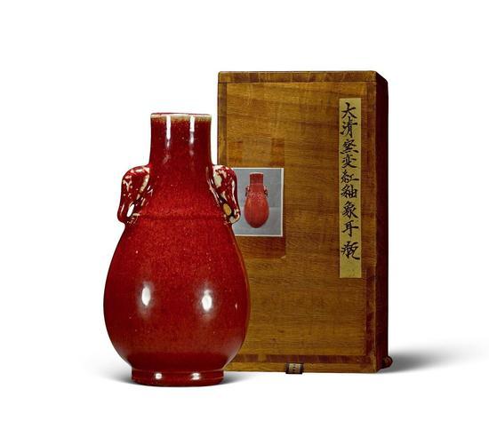 清康熙 红釉象耳瓶高19cm