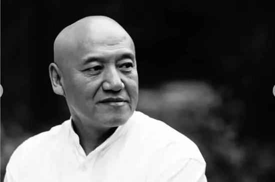 郑艺 著名艺术家 清华大学美术学院教授、博士生导师 清华大学美术学院党委副书记