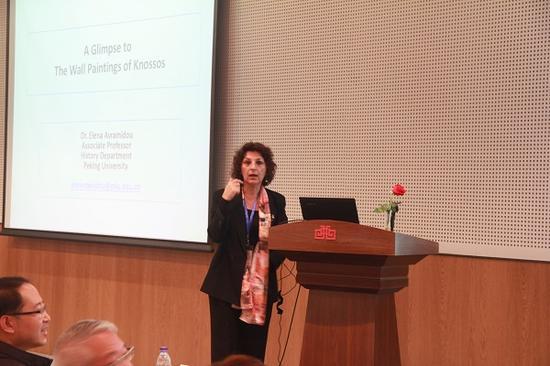 艾莲娜·阿芙拉蜜多(希腊)发表题为《希腊克里特岛壁画一瞥》的报告