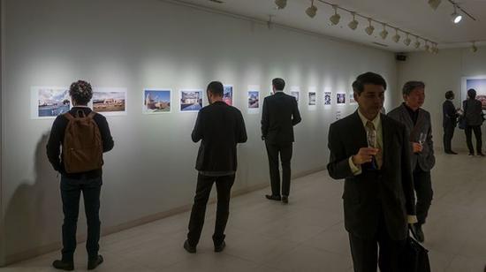 展览目前正在位于东京的西班牙大使馆举行