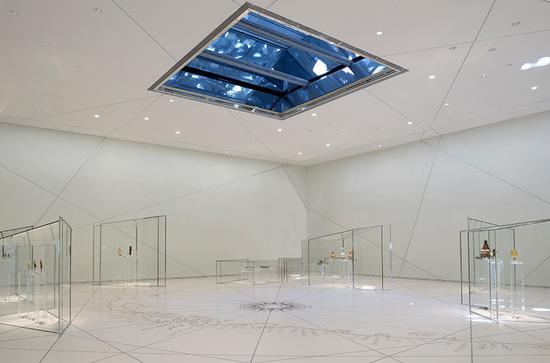 """great vestibule(伟大的前厅)""展示了宇宙主题,突出展示了早期文明之间的相似之处"