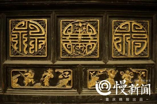 门上雕刻的福禄寿图案