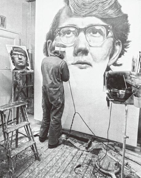 正在绘制《凯斯像》的查克·克洛斯,1970 年,圣路易斯美术馆