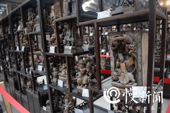 各种不同的宗教造像雕塑