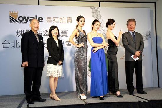 香港皇廷拍卖有限公司推出的一批珠宝翡翠日前在台北展出(资料图)