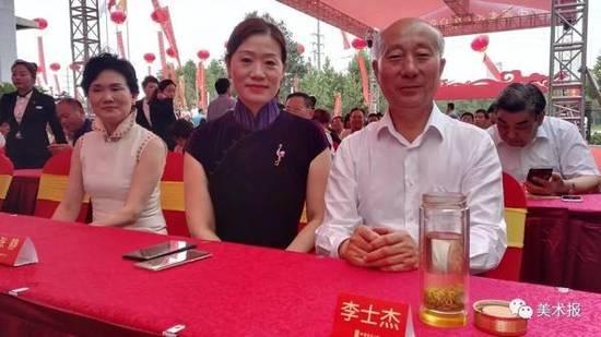 安徽省书法家协会主席李士杰在中国书法大厦开幕仪式上 图片来源 《美术报》