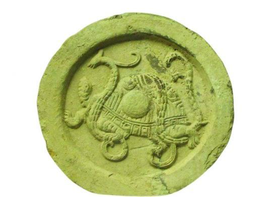 如汉代制作的瓦当上极为流行以青龙,白虎,朱雀,玄武这四种动物的图形