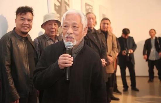 著名批评家、此次展览策展人栗宪庭