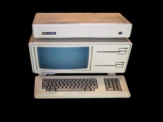 苹果神机AppleLisa-1拍卖(图片来自cnbeta)