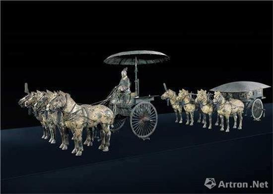 秦始皇帝陵出土的青铜马车,距离春秋时期的郑国年代不远,形制上可以提供参考