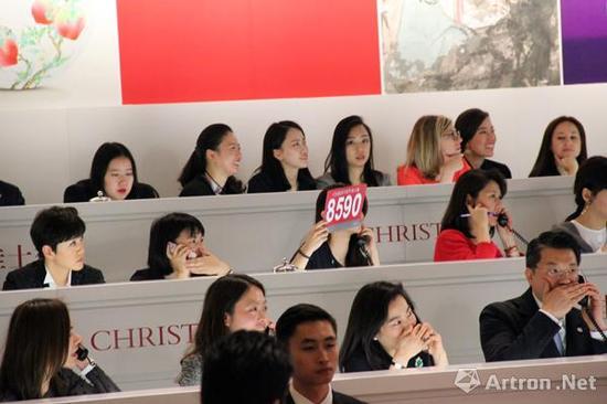 共有7位电话委托买家参与了本次赵无极《29.01.64》的竞逐