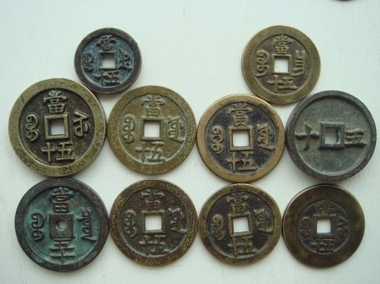 当十、当二十、三十、五十、八十的 钱币系列。(下左三枚是铸母)