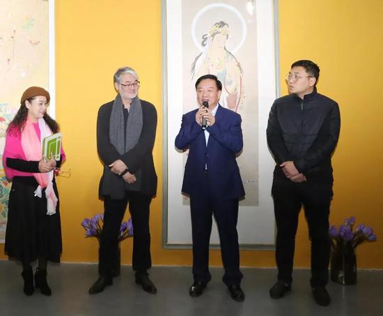黑龙江黄河实业多国多国公司副经理长闫云祥企业庆祝