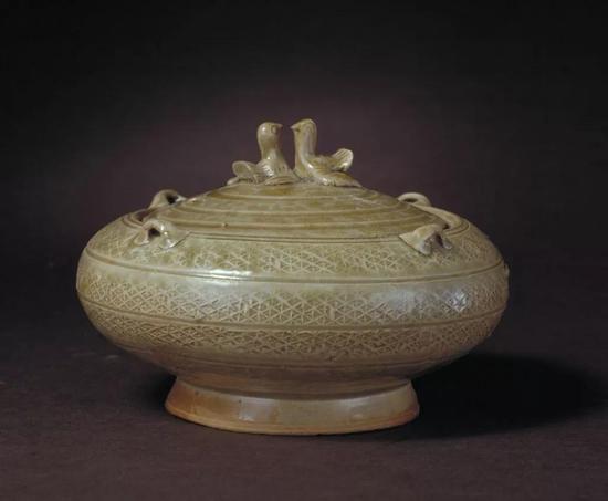 西晋青釉四系鸟纽盖缸,现藏北京故宫博物院