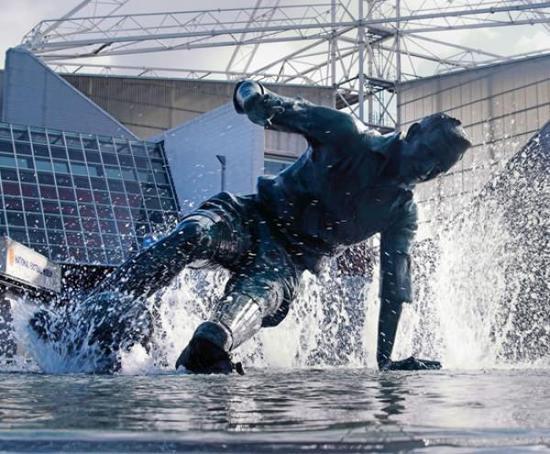 彼得·霍奇金森 《飞溅》(2004)
