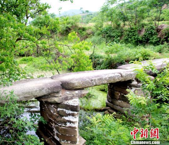 清代光绪年间石板桥被保存的完好、桥面平整