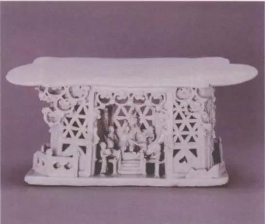 元青白釉捏雕瓷枕