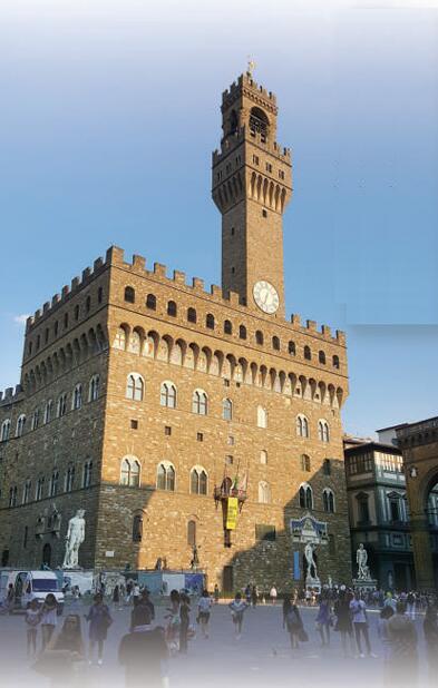由于保护严格,佛罗伦萨古城区保存完好,吸引大量游客。人民日报记者 韩硕 摄