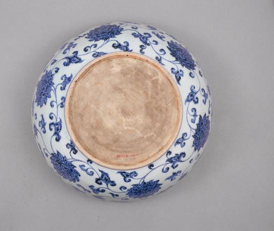 青花缠枝莲纹碗碗底