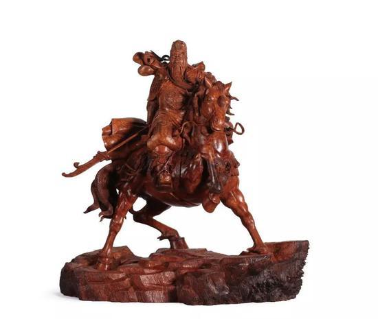 《千里走单骑》 65×60cm 材质:瘿木