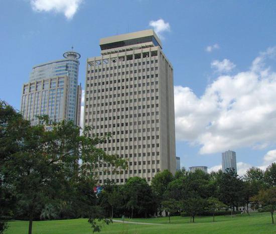 上海电信大楼(右)