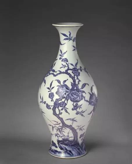 青花桃蝠纹橄榄式瓶 清雍正 故宫博物院