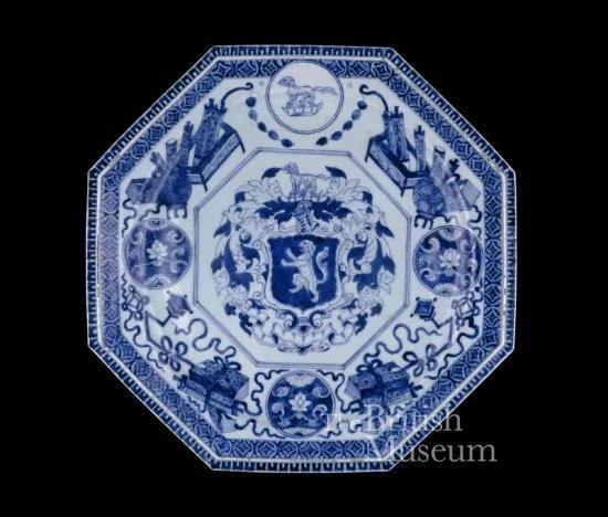 大英博物馆藏清康熙《青花英国盾徽纹大盘》