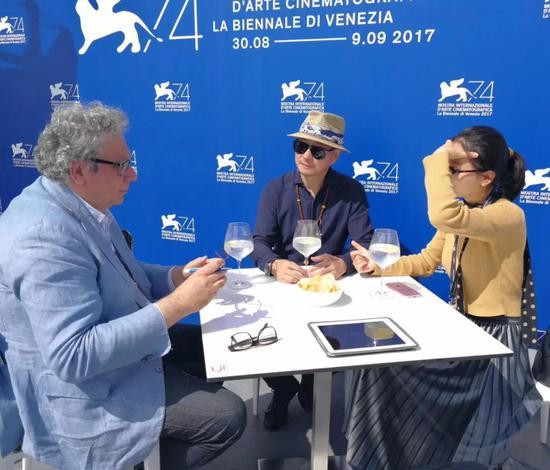 第74届威尼斯电影节中,特别期刊《CIAK》的记者对傅榆翔进行采访