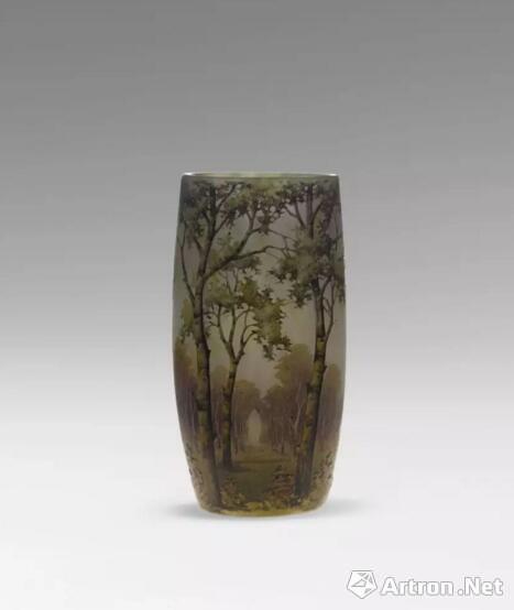 法国道姆白地彩绘风景瓶(20世纪初)