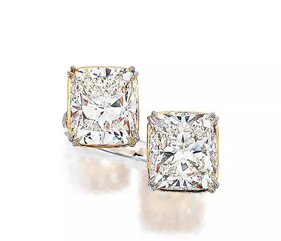 Lot 871   4.08配4.02克拉H色VVS1及VVS2净度钻石配钻石戒指   成交价: HK$ 2,006,000