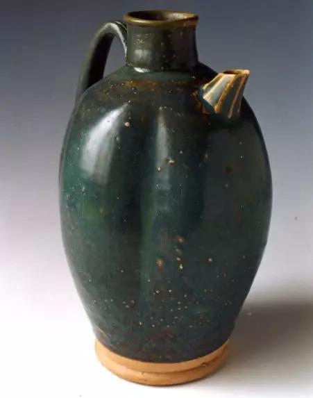 绿釉瓜棱形瓷壶