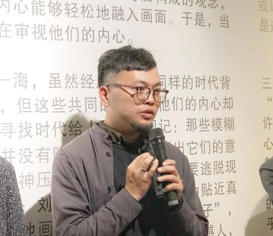 艺术家杜荣坤讲解作品