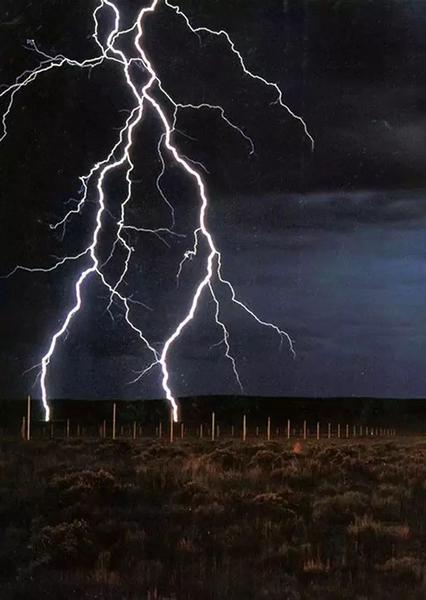 """""""闪电场""""与大自然并立的人工力量"""