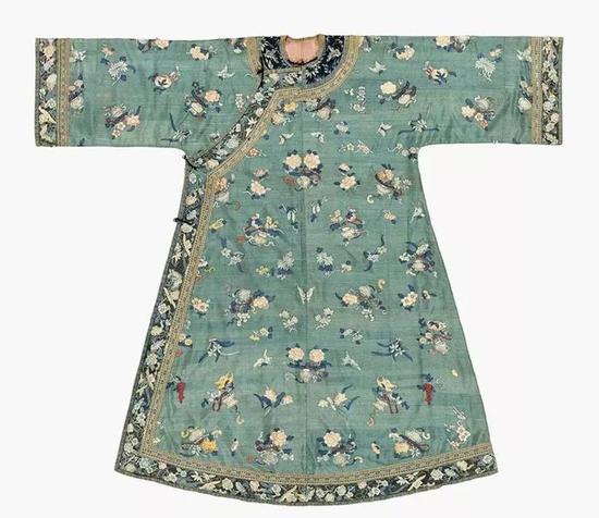 ▌清 19世纪 孔雀绿地缂丝蝴蝶花卉纹女袍
