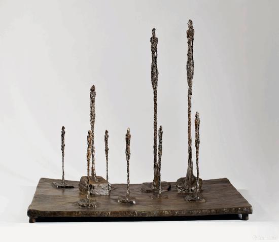 阿尔伯托·贾克梅蒂《林间空地》高59.4,长65.4 宽52.1cm 1952年作
