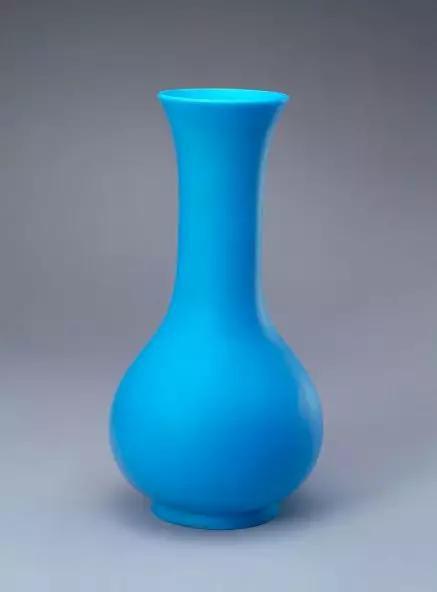 孔雀蓝色玻璃长颈瓶 清乾隆 故宫博物院