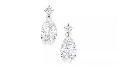 钻石吊耳环一对   拍品编号:1656   成交价:23,160,000 港元
